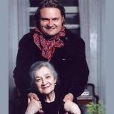 С мамой, актрисой и профессором школы студии МХАТ Татьяной Ильиничной Васильевой, 2002 г.